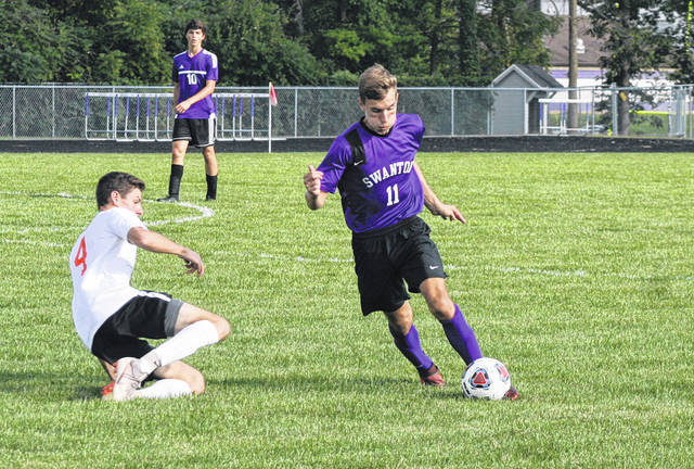 Riley Hensley of Swanton takes control of the ball Thursday against Liberty Center. The Bulldogs fell by a final of 6-3.